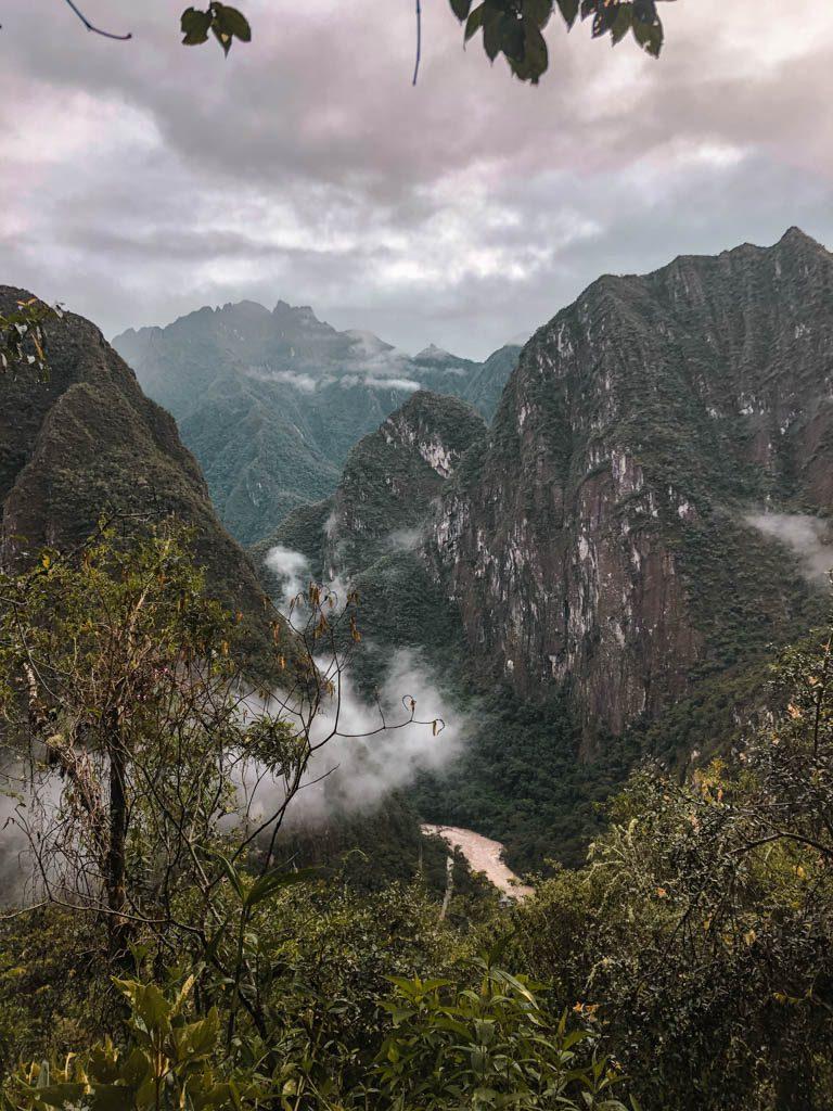 Machu Picchu Aufstieg morgens Sonnenaufgang