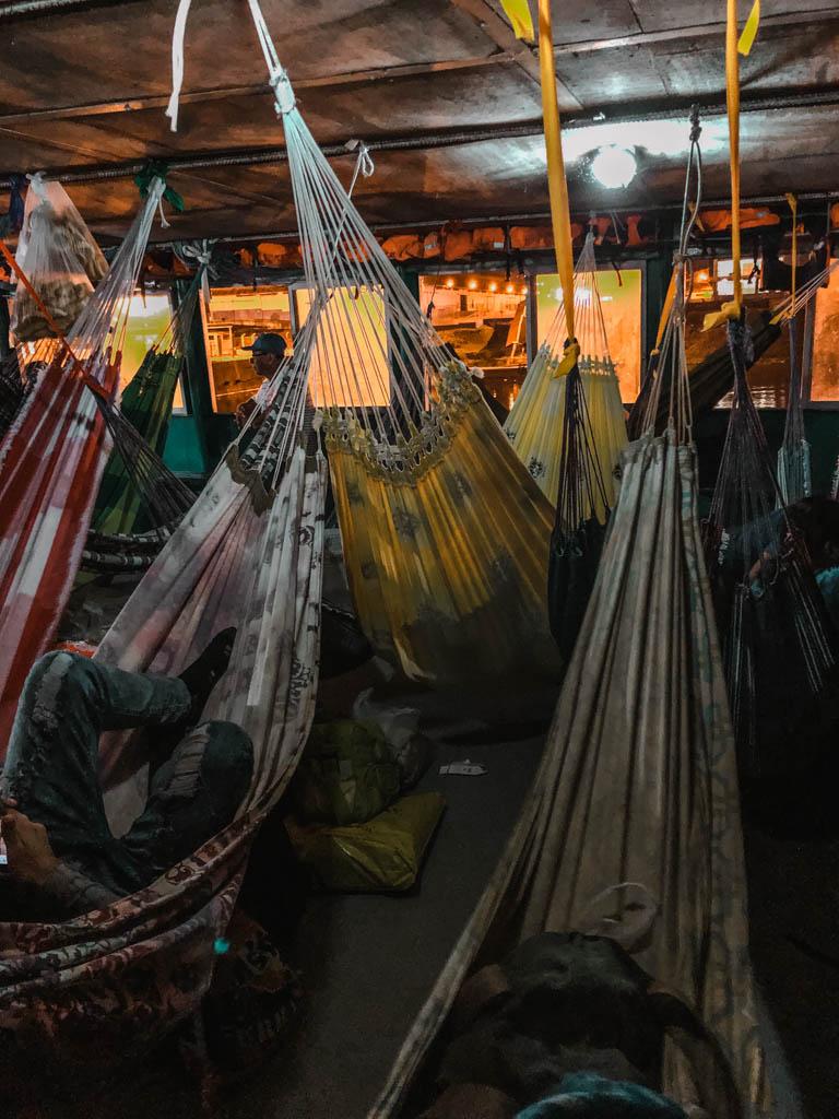 Amazonas Frachtschiff Hängematten Nacht