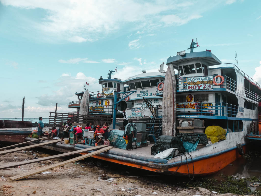 Amazonas Iquitos Hafen Frachtschiffe